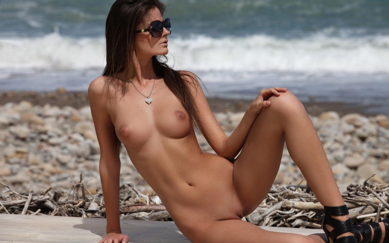 Сэксуалные голые девушки 15 фотография